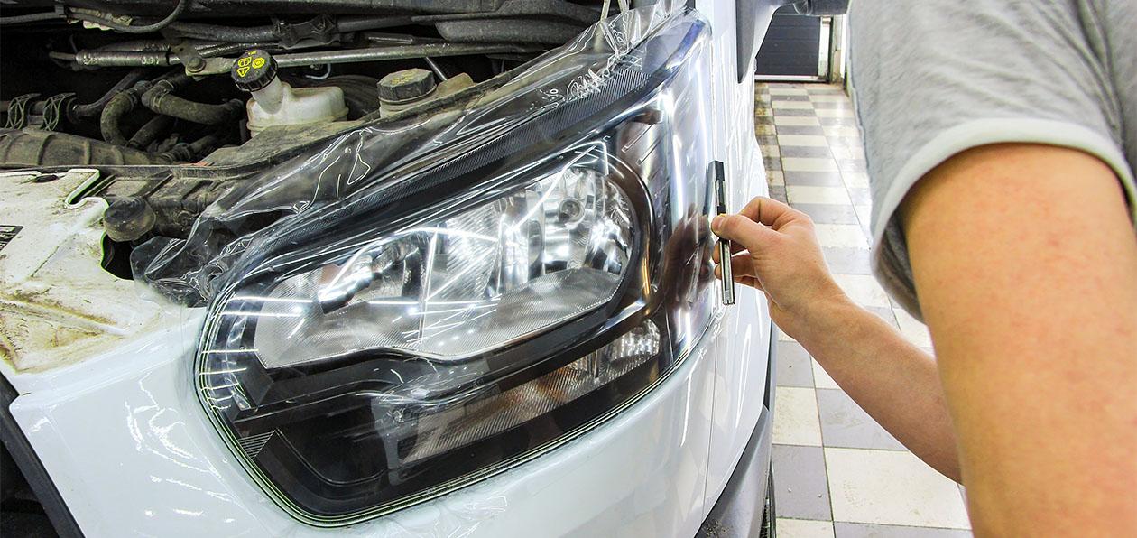 Защищаем оптику автомобиля: как правильно оклеить фары и какую пленку выбрать