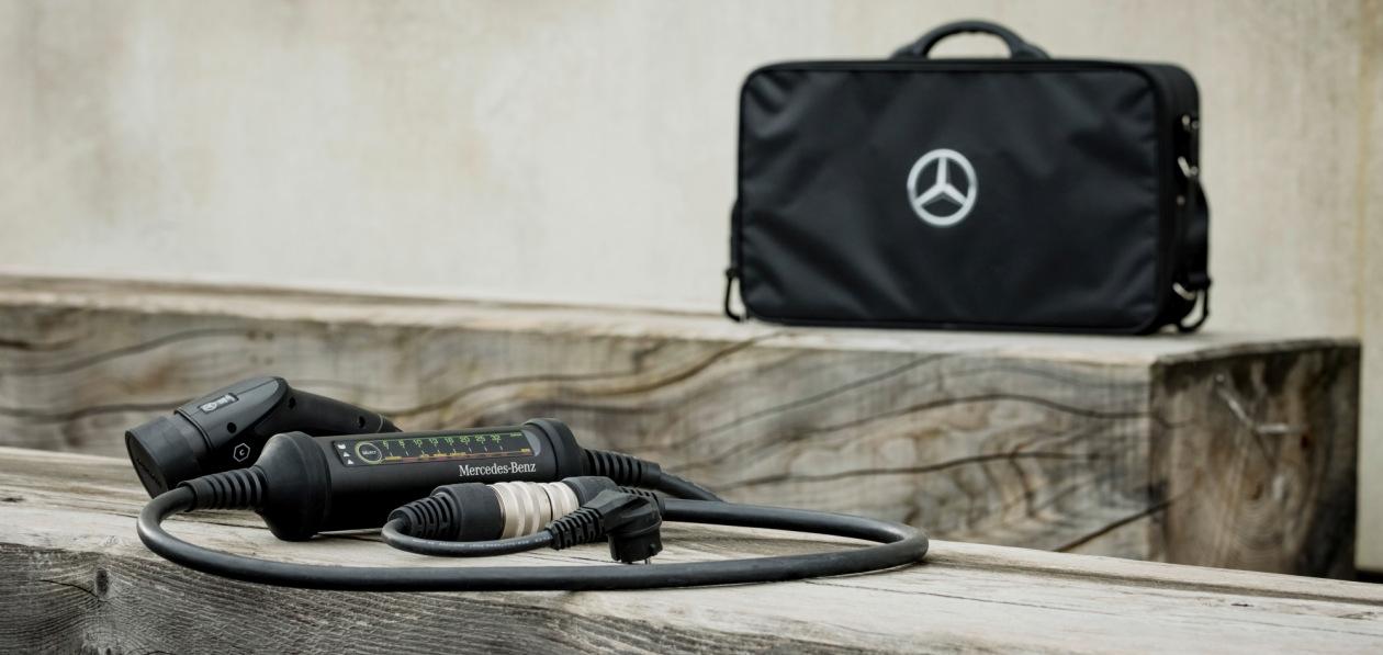 Mercedes-Benz начал продавать зарядку с переходниками