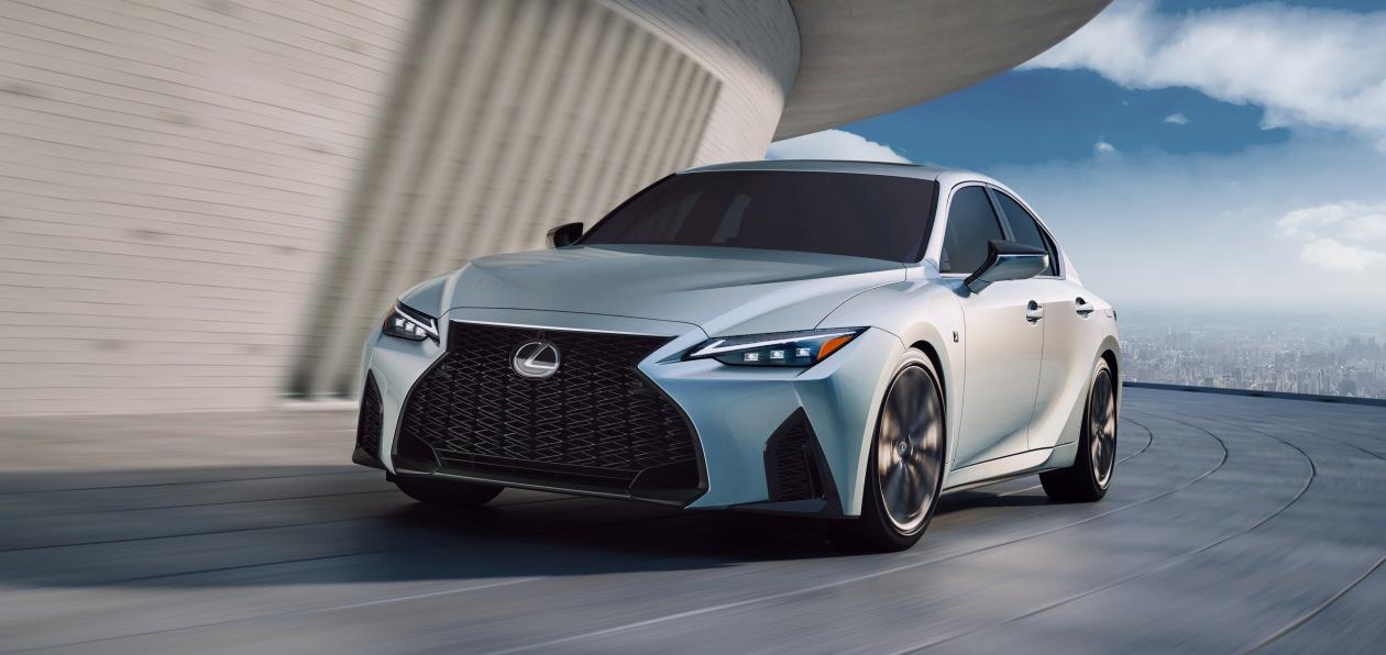 Lexus представил новый IS