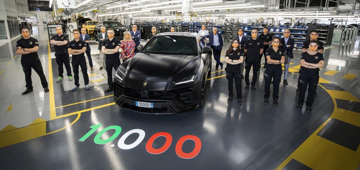 Десятитысячный Lamborghini Urus отправится в Россию