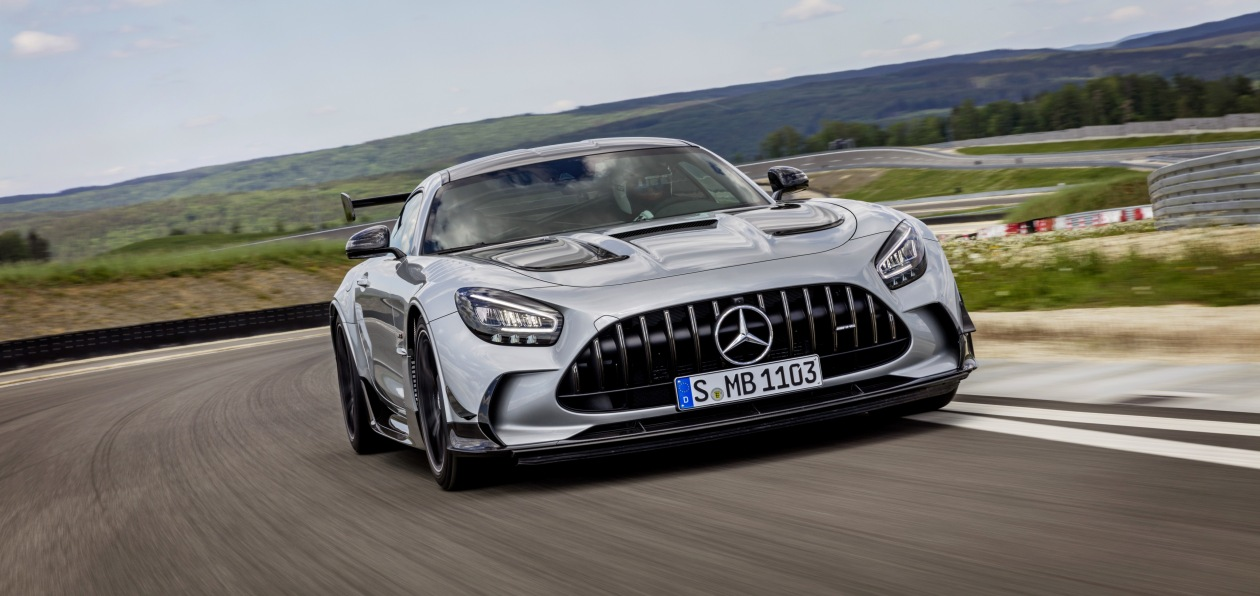 Mercedes «оценил» в евро «черную» спецверсию суперкара AMG GT