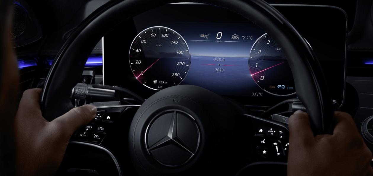 Mercedes частично рассекретил салон нового S-Class