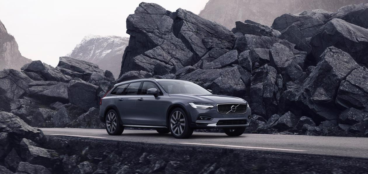 Volvo представила в России обновленные S90 и V90 Cross Country