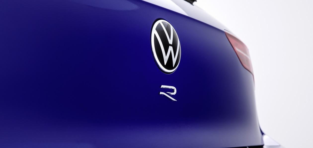 Volkswagen назвал дату мировой премьеры нового Golf R