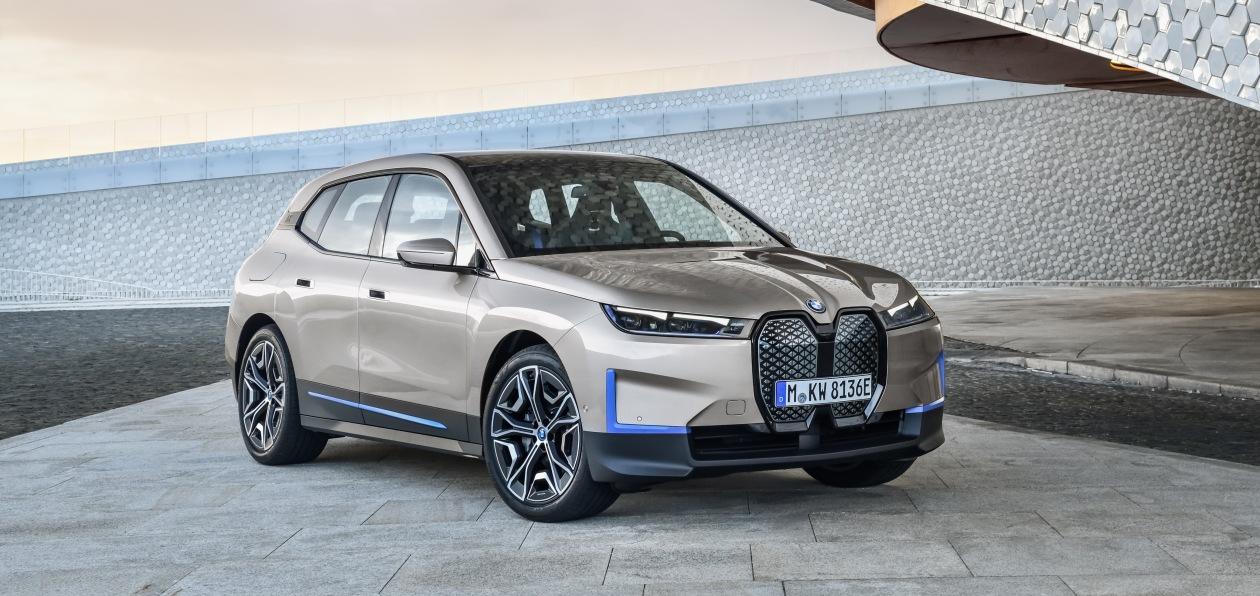 В BMW показали, как будет выглядеть серийный электрокроссовер iX