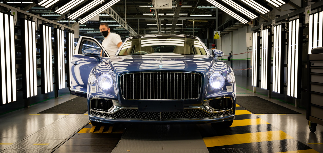Новый Bentley Flying Spur V8 встал на конвейер