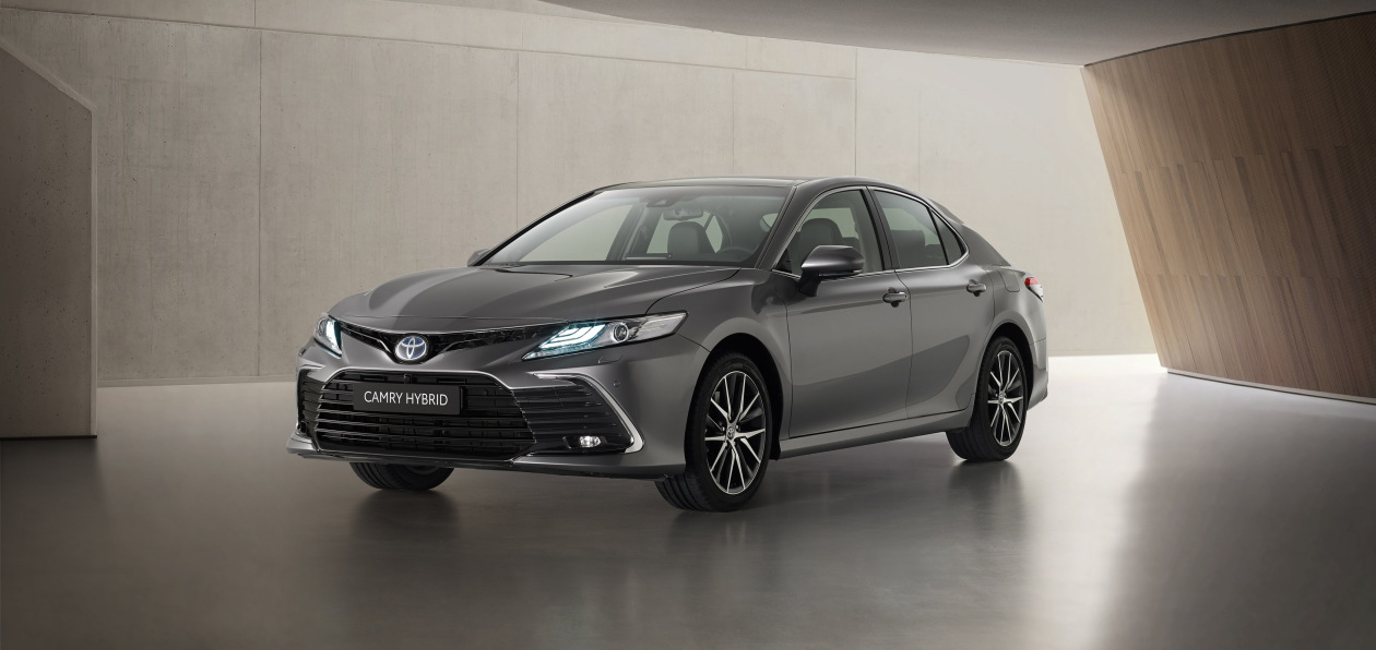 Toyota обновила гибридную Camry