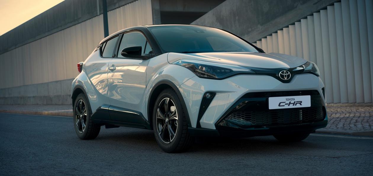 Toyota привезла в Россию модели Corolla и C-HR в спецсерии GR Sport