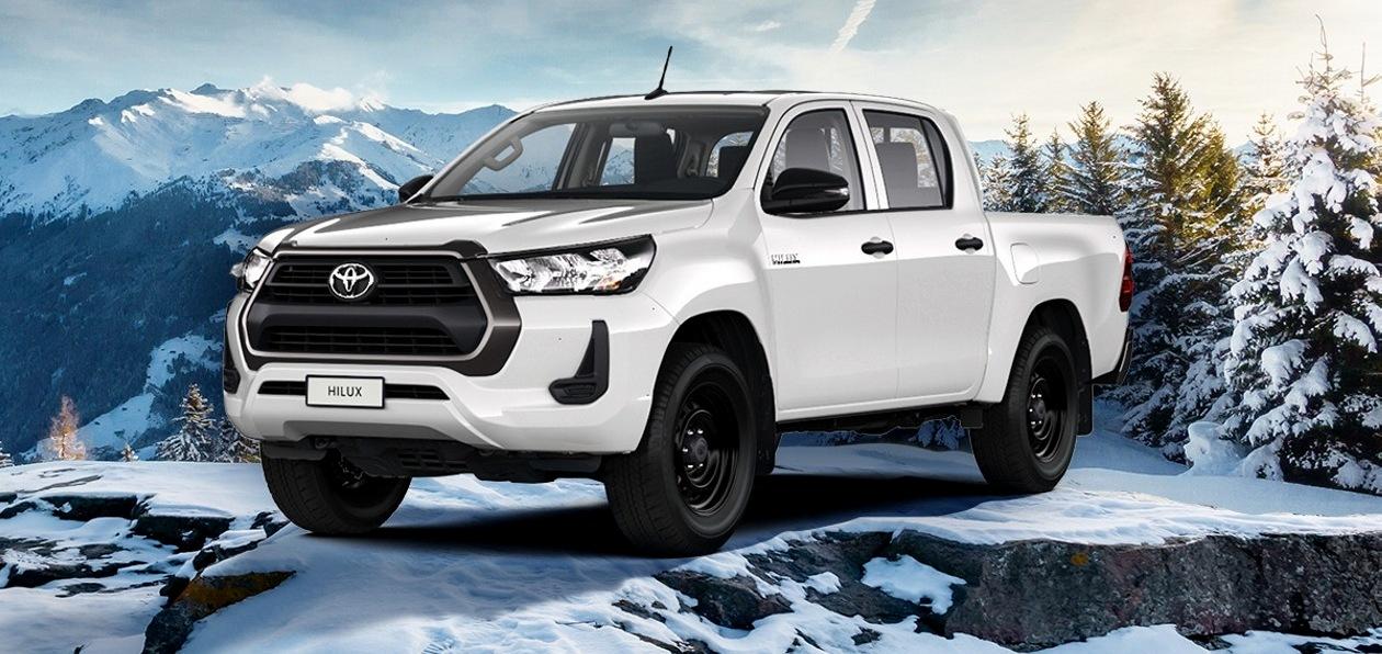 Toyota представила в России бензиновый Hilux