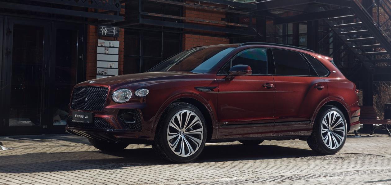 Новый Bentley Bentayga «доехал» до российских клиентов