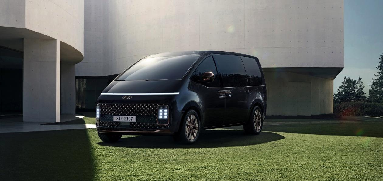 Hyundai представил новую Staria