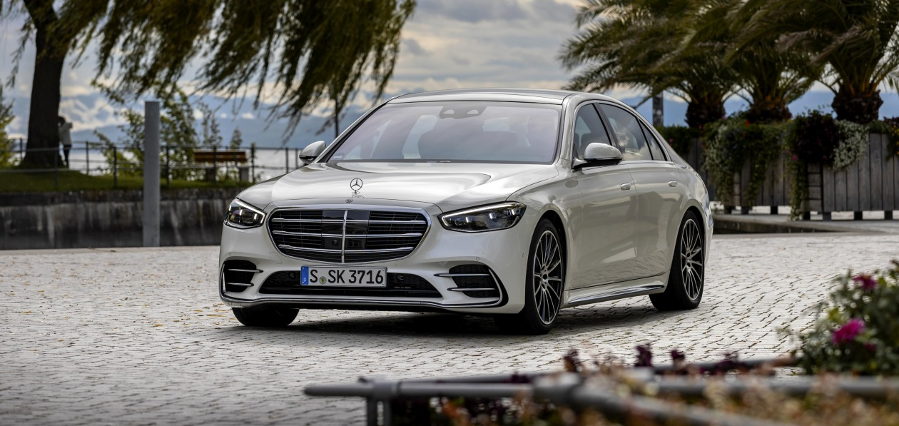Новый Mercedes S-Class с мотором V8 получил российский ценник