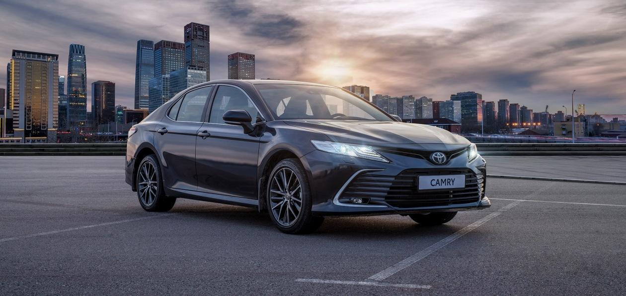 Обновленная Toyota Camry «доехала» до российских дилеров