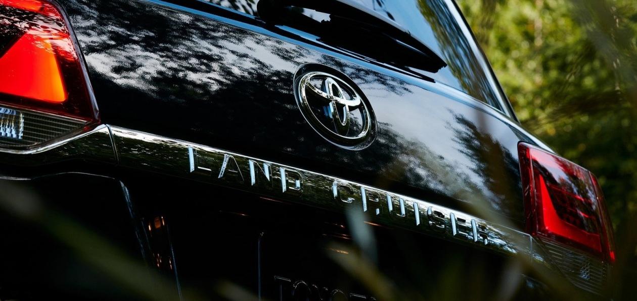 Toyota готовит к премьере Land Cruiser 300