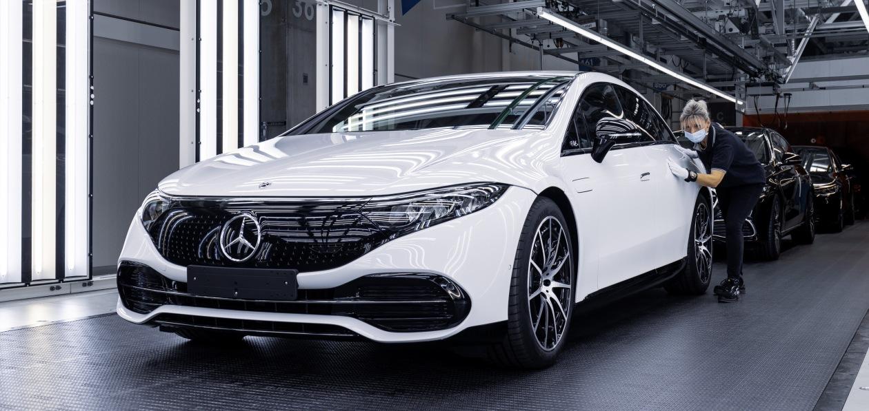 Новый Mercedes EQS встал на конвейер