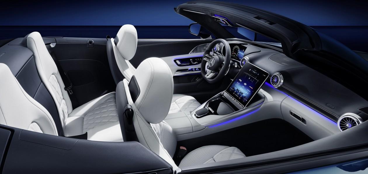 Mercedes-AMG рассекретил салон нового SL