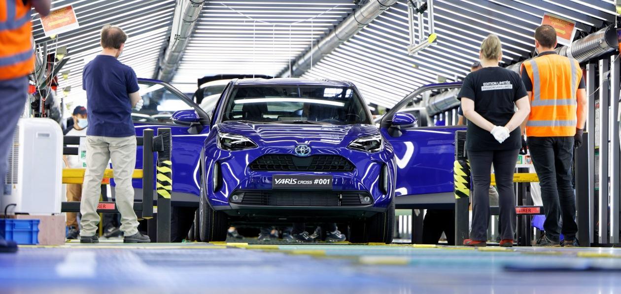 Кроссовер Toyota Yaris Cross встал на конвейер в Европе