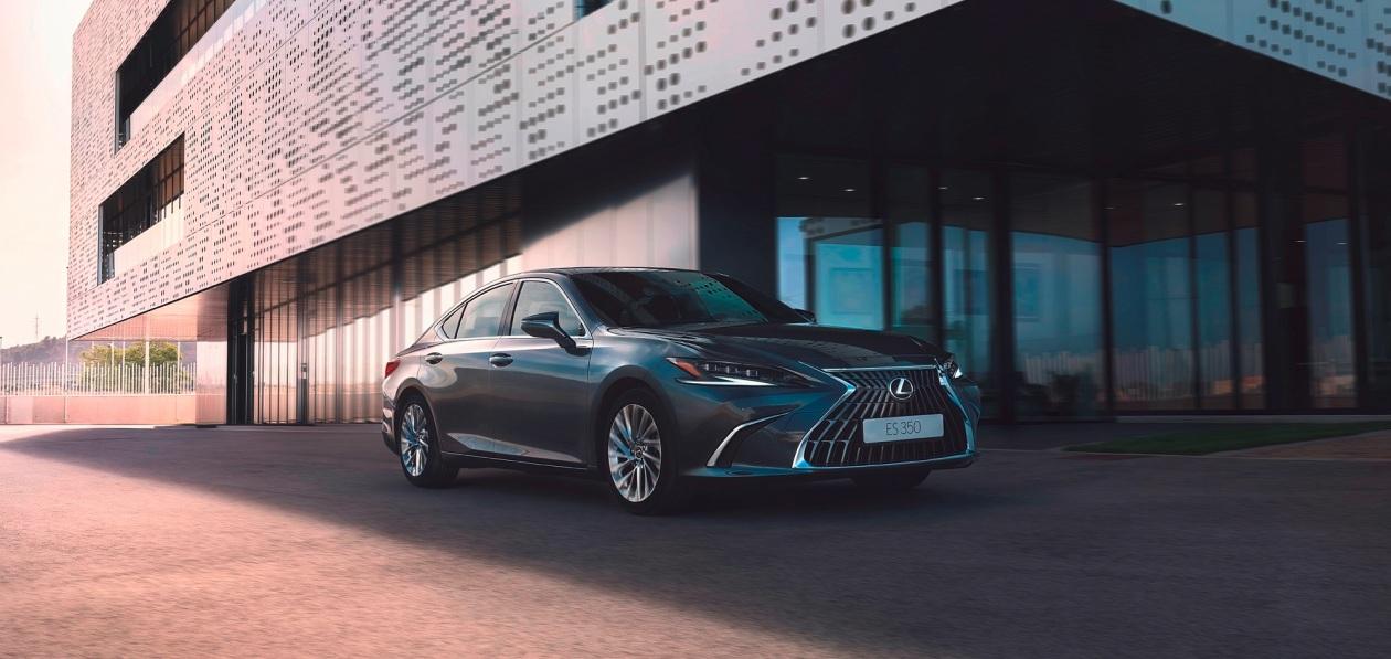 Lexus назвал цены на обновленный ES