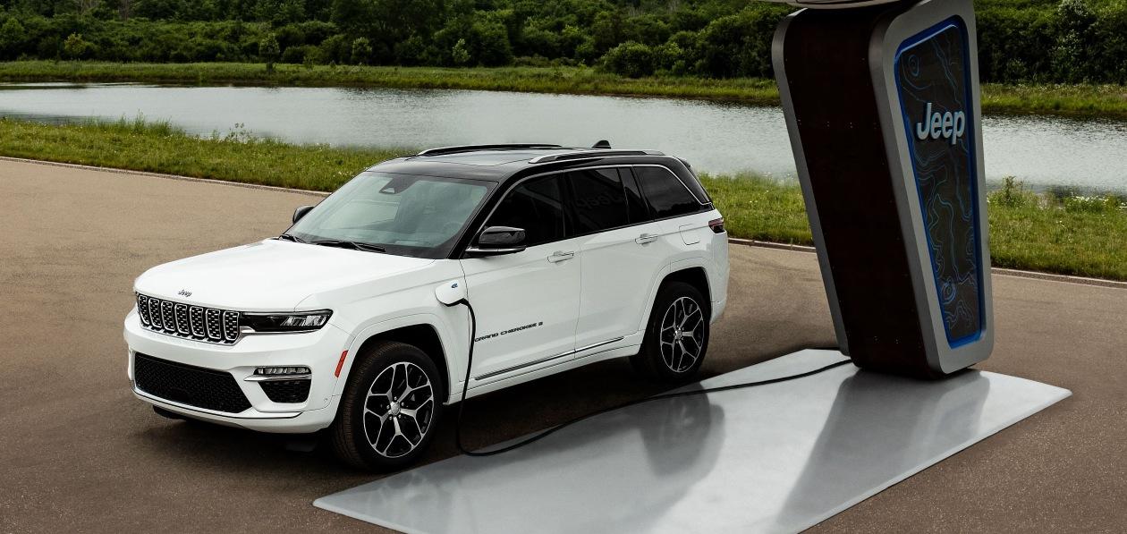 Jeep назвал дату премьеры Grand Cherokee 2022 модельного года