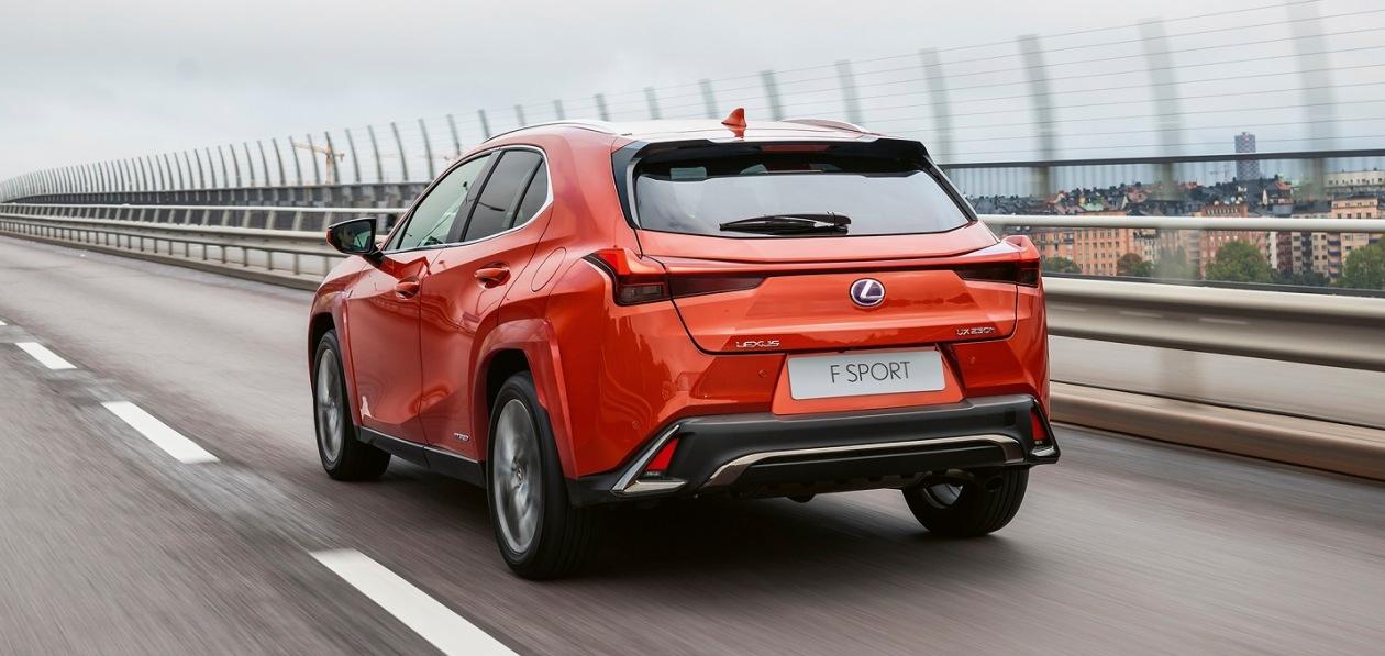 Lexus обновил внешность компактного кроссовера UX