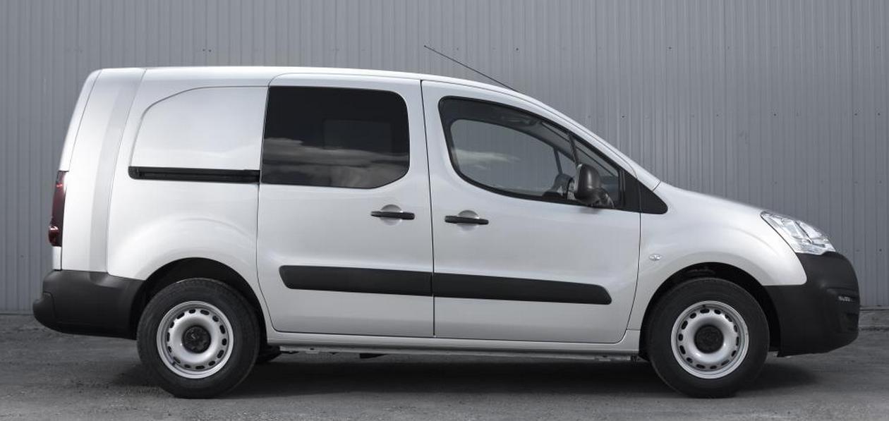 В России появились две новых версии фургона Peugeot Partner