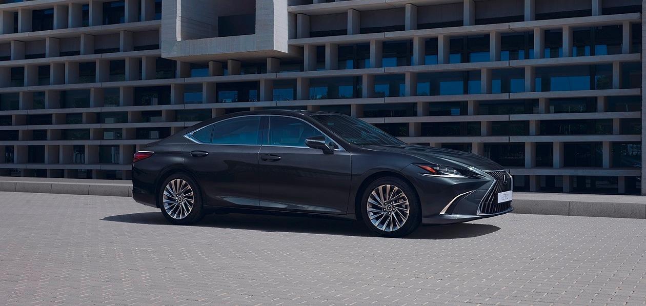 Обновленный Lexus ES прибавил в цене к началу продаж
