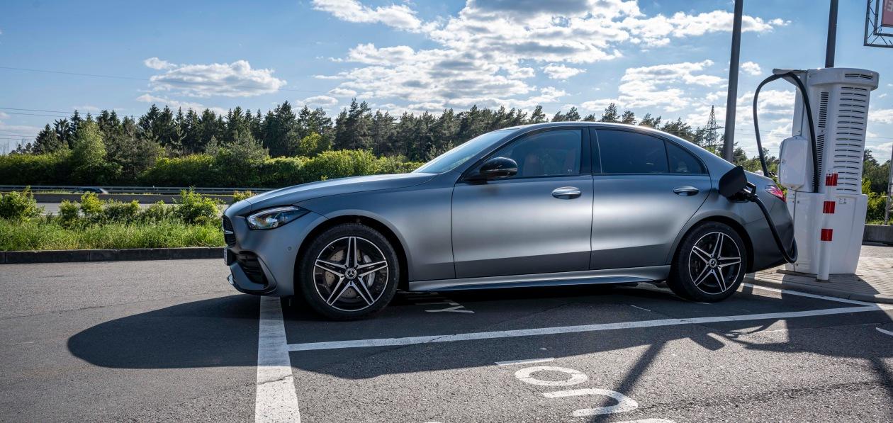 Гибридный Mercedes-Benz С-Class поступил в продажу