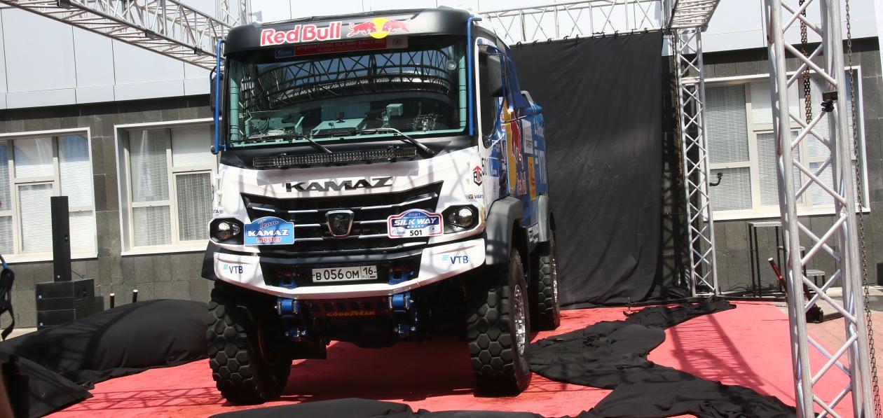 «КАМАЗ» представил гоночный грузовик поколения К5