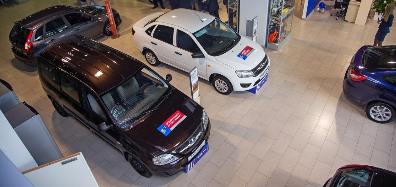 Продажи новых машин в России упали на 72 процента