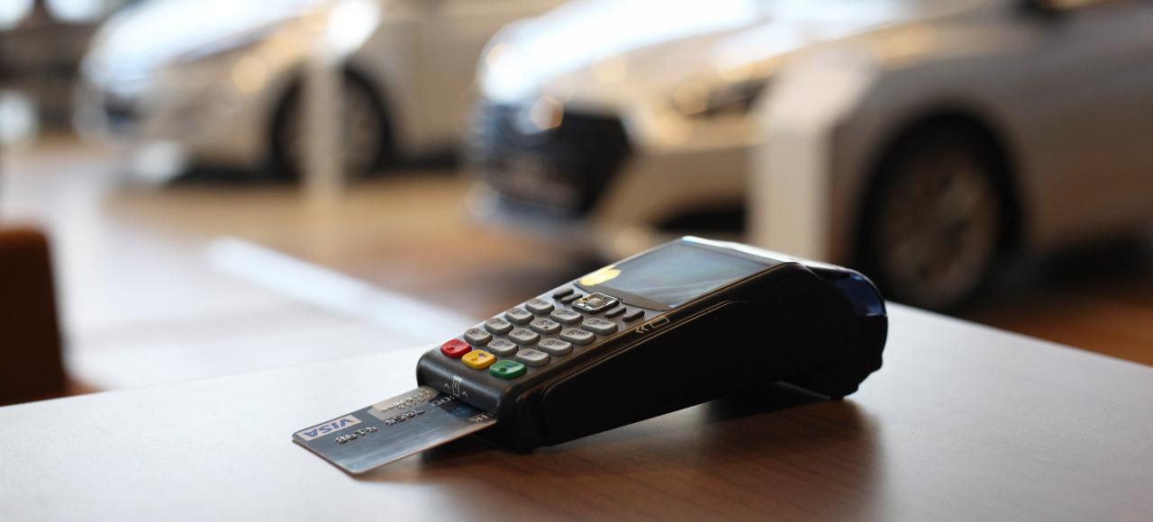 Сервисные услуги в салонах «Рольф» можно оплатить в кредит