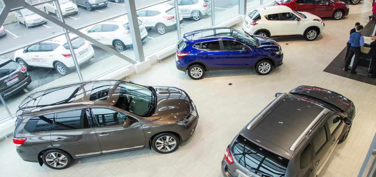 Продажи новых авто в Петербурге упали за полгода почти на треть