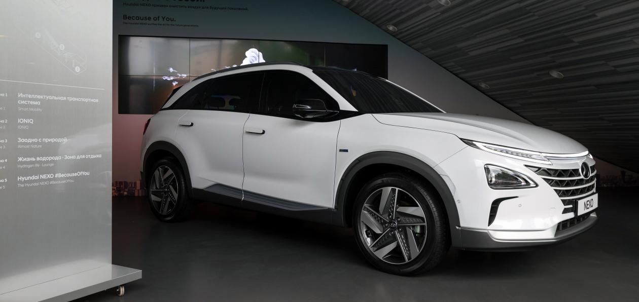 «Человек хочет, чтобы автомобиль стал его гаджетом»: глава «Хендэ Мотор СНГ» открыл выставку мобильности будущего