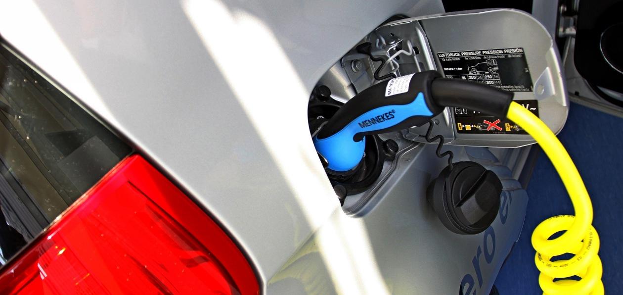 Названы самые востребованные в России новые электромобили
