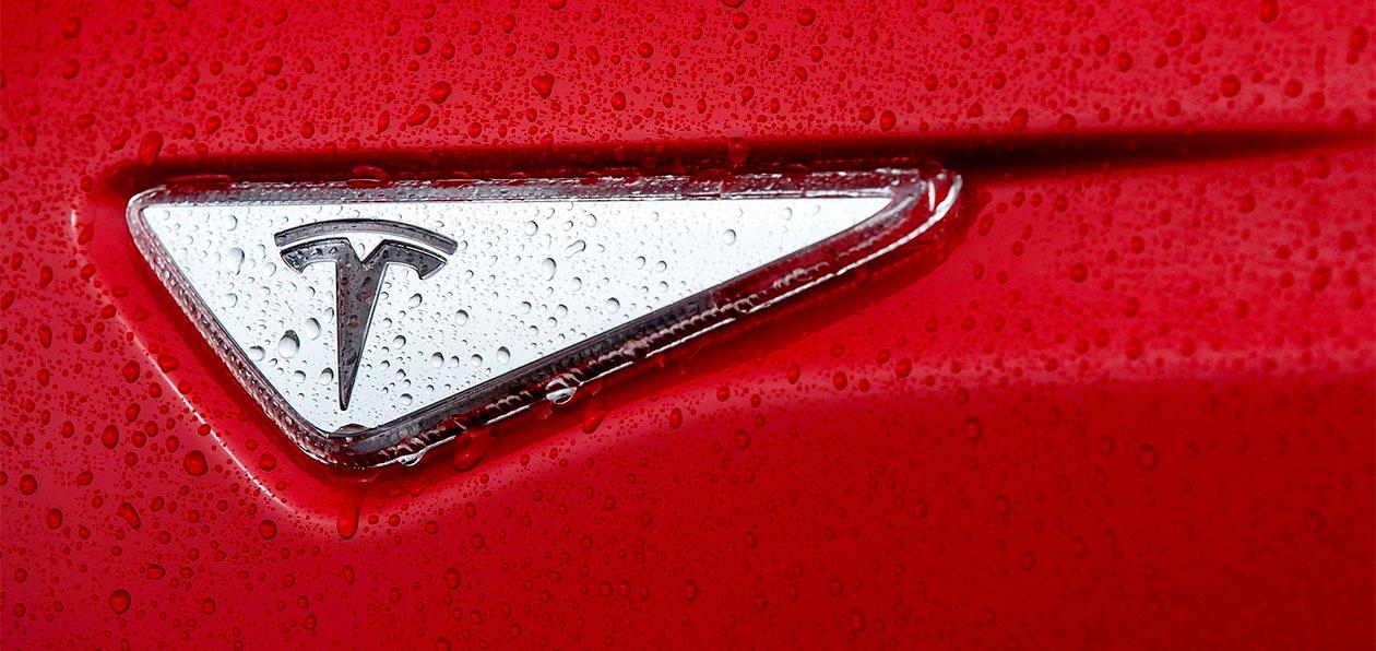 В США от Tesla требуют отозвать 158 тысяч машин