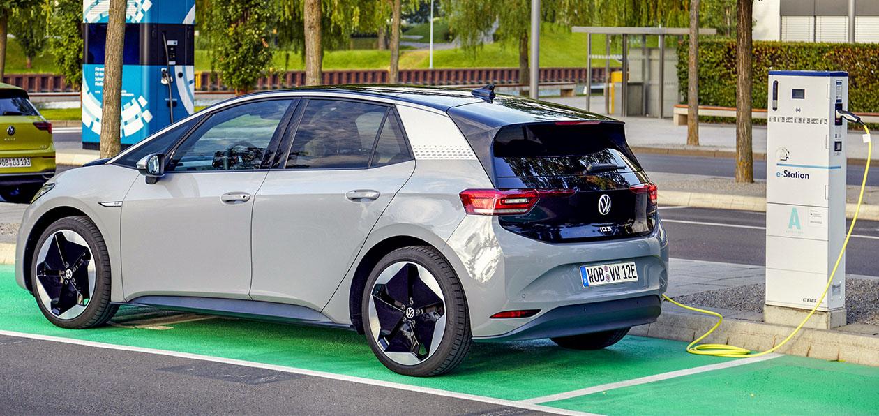 Volkswagen утроил продажи электромобилей в 2020 году