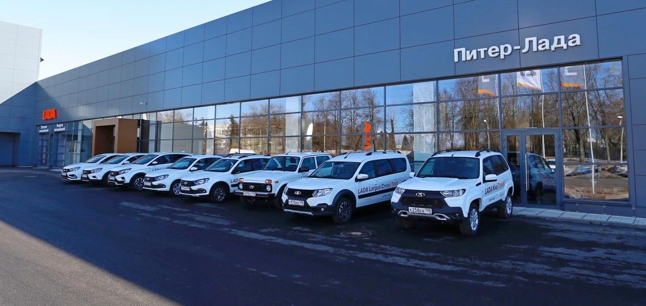 В Петербурге открыли крупнейший автосалон Lada