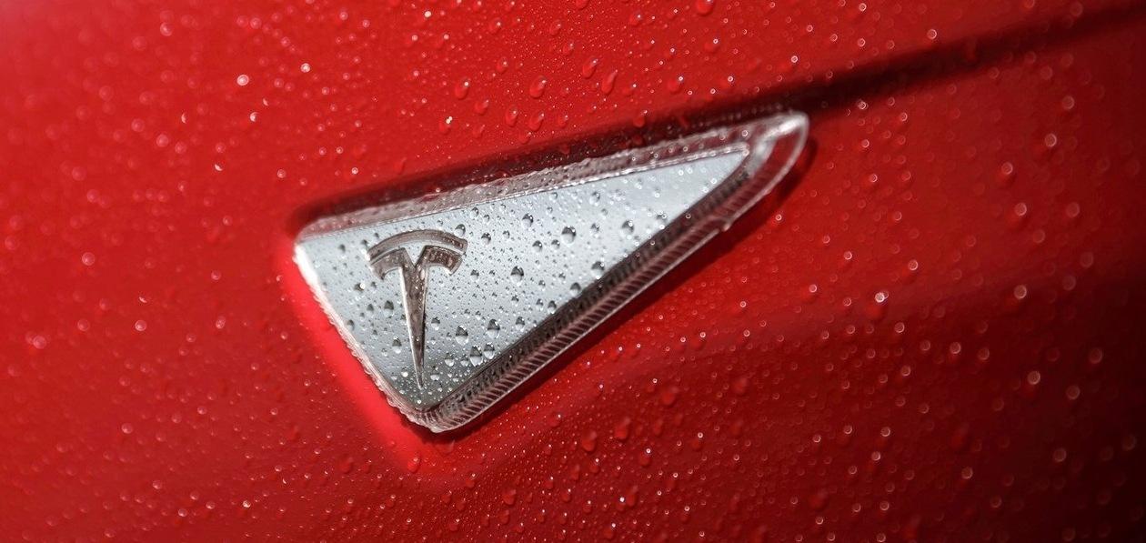 Электромобили Tesla перестали продаваться за «Биткоины»