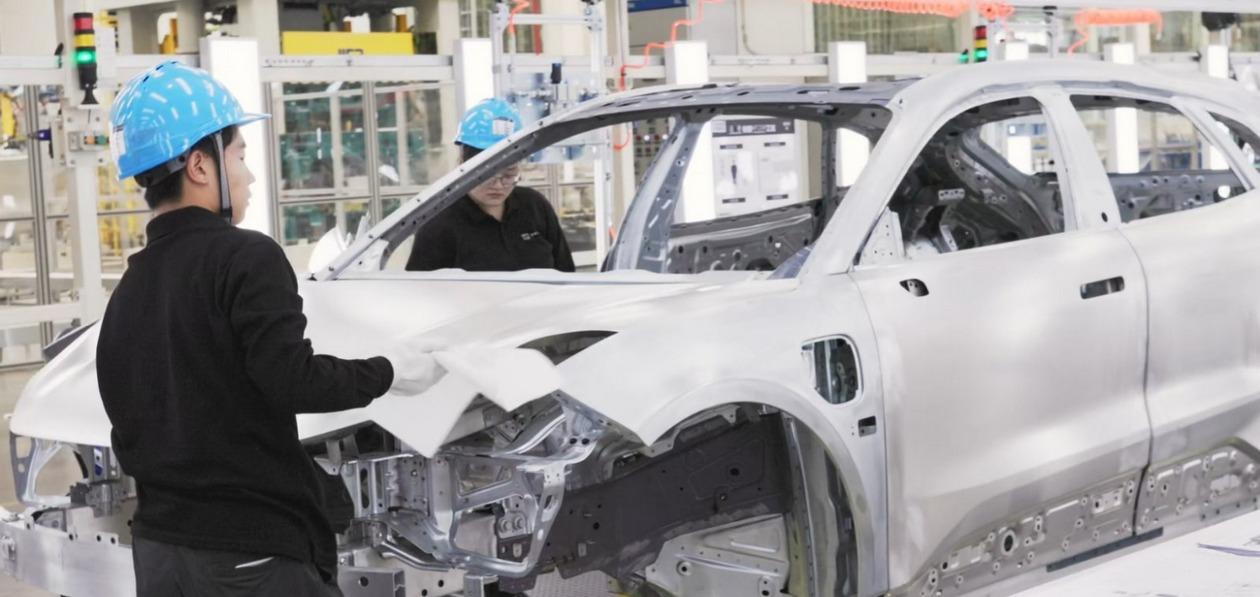 Geely запустил завод по производству премиальных электромобилей