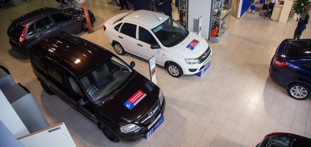 Продажи новых автомобилей в Санкт-Петербурге упали впервые за 12 месяцев