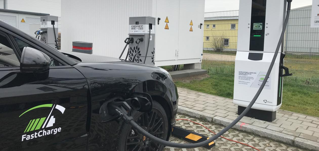 Porschе к концу года установит девять сверхбыстрых «зарядок» в России