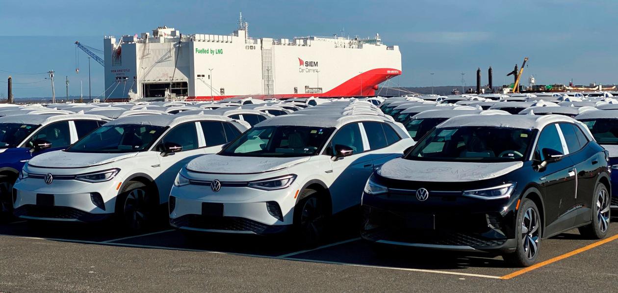Спрос на новые автомобили в Европе продолжает стремительно падать