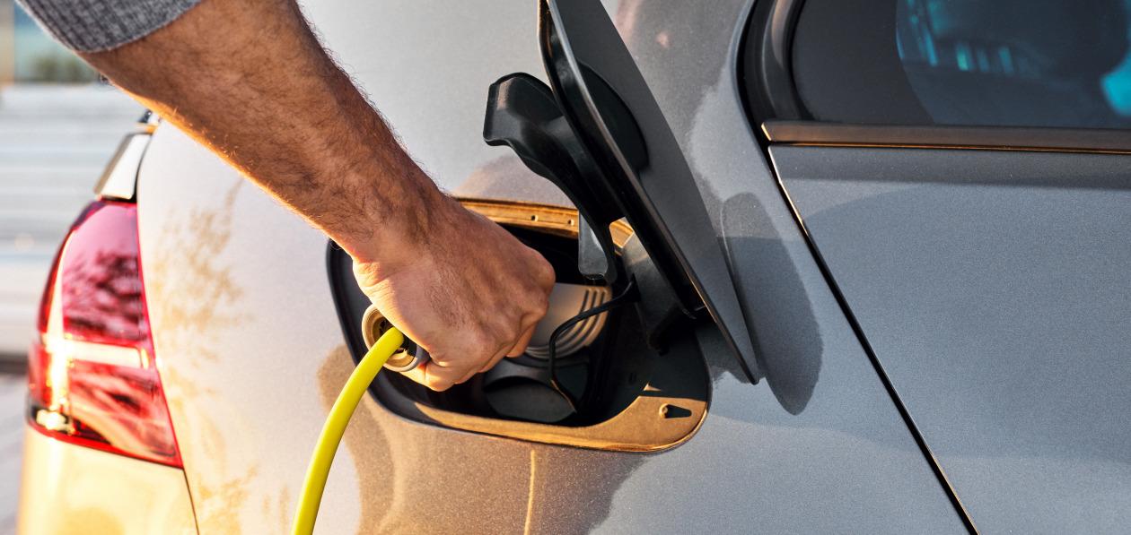 Обслуживать электромобиль почти в два раза дороже, чем машины с ДВС