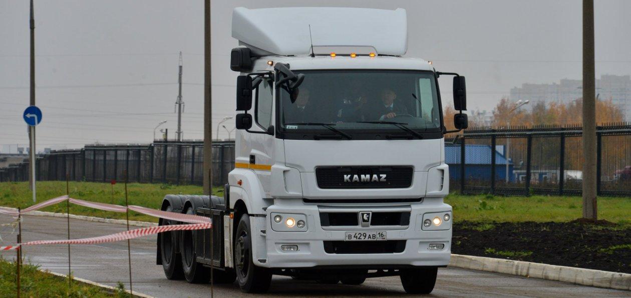 В Казахстане освоили выпуск седельных тягачей КАМАЗ