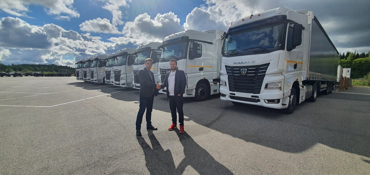 Компания из Ленобласти приобрела в лизинг 120 грузовиков «КАМАЗ»