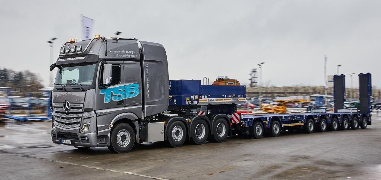 Mercedes выпустил пятисотый Actros SLT