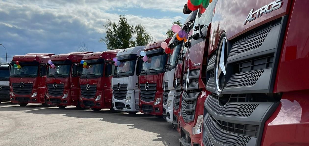 Mercedes-Benz передал партию экологичных тягачей Actros компании из России