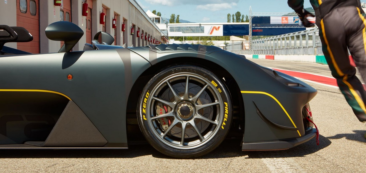 Pirelli разработала слики для Dallara Stradale EXP