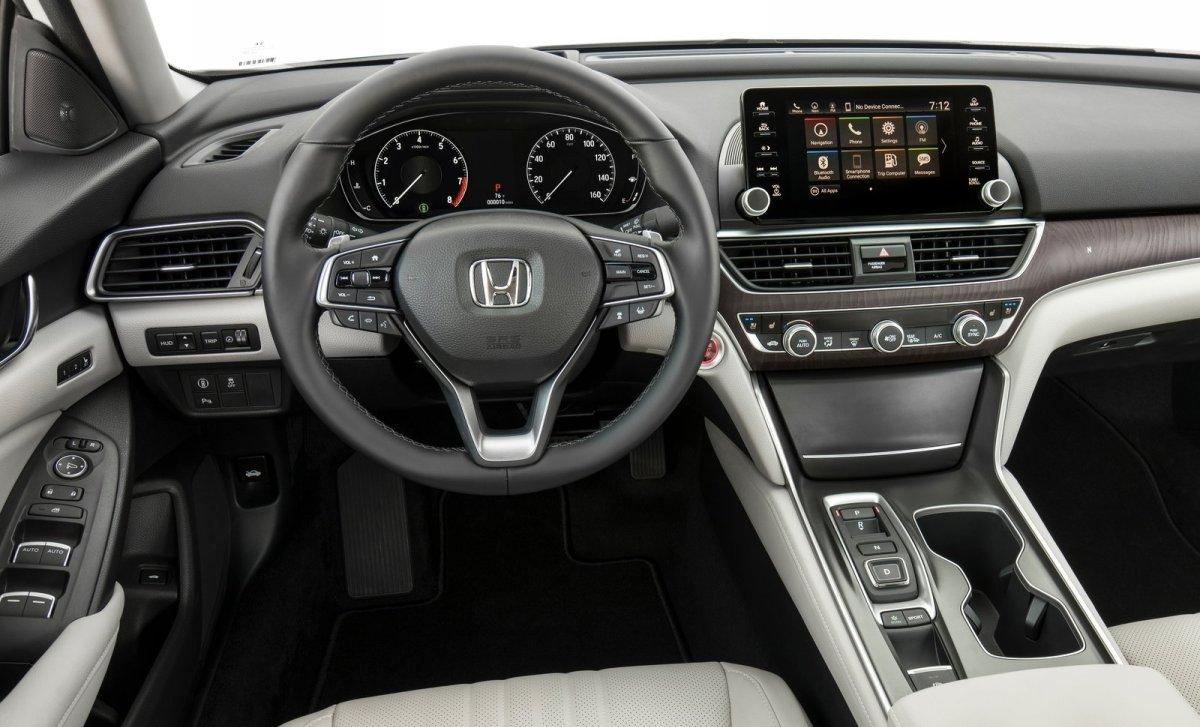 Хонда показала Accord обновленного поколения