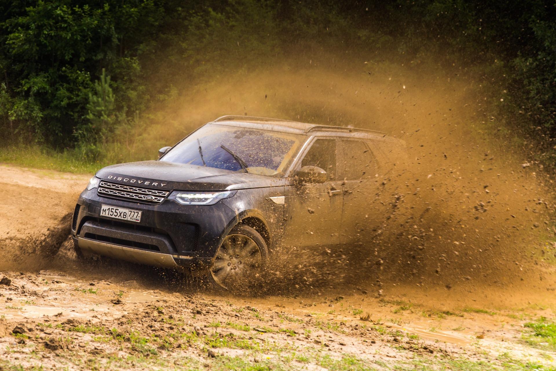 Улучшенный джип Ленд-Ровер Discovery Sport будет оснащаться гибридной установкой