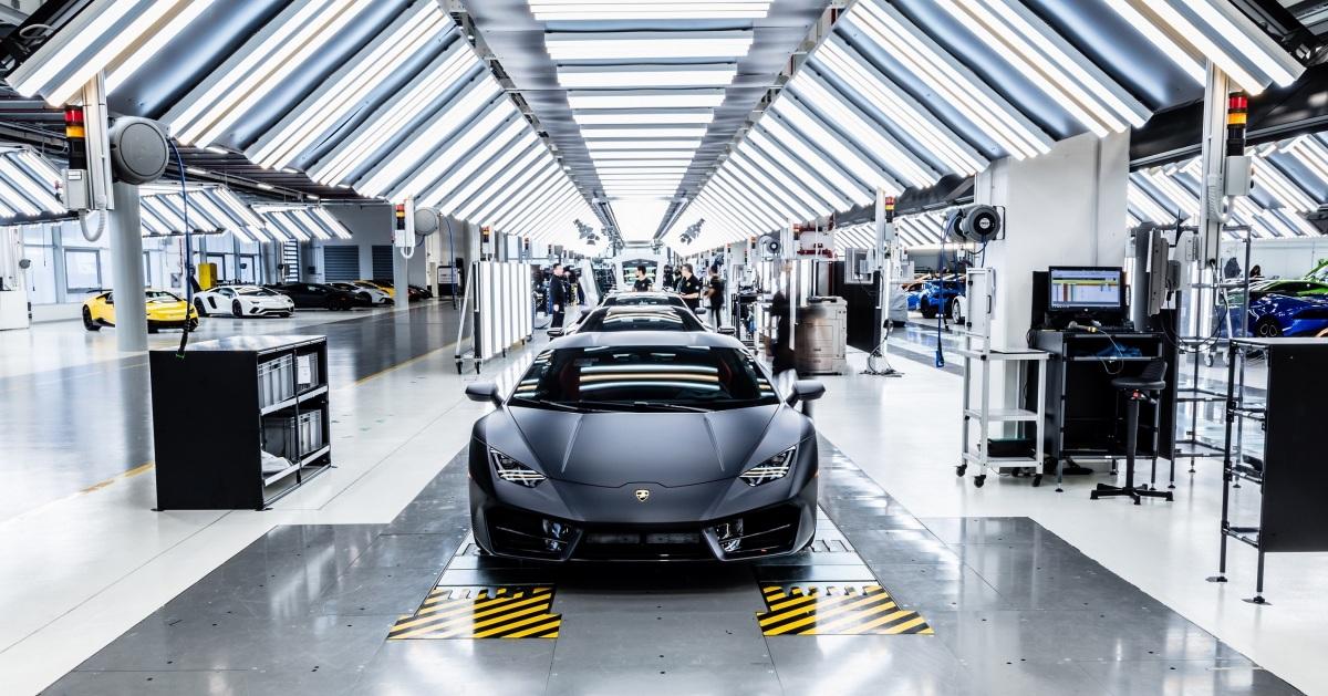 Lamborghini показала Urus на сборочной линии